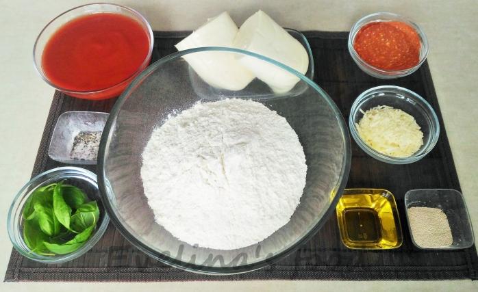 Pizza Margerita con salami (5)